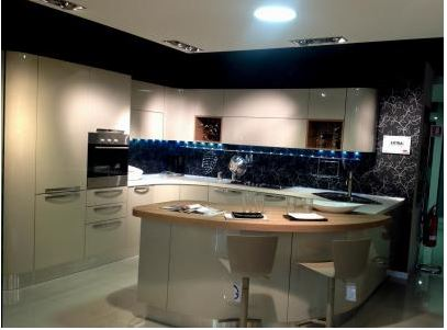 Moderne Con Isola Outlet